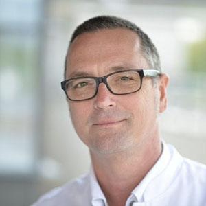 Dr. med György Lövey